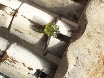 原石リング ペリドットの画像