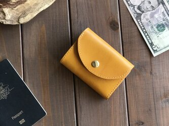 イタリアンレザーを使った黄色の三つ折り財布の画像