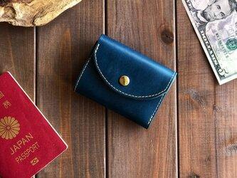 イタリアンレザーを使った青色の三つ折り財布の画像