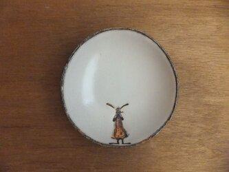 小皿№22 ウサギ(かんむりマフラー女の子)の画像