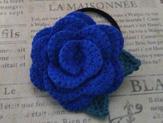 146*立体的なバラのヘアゴム 花 ブルー  青  赤  薔薇の画像