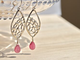 lace pattern earring (ピンクサファイア ピアス)の画像