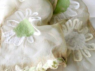 ふんわりシルクと羊毛ストール *フラワー*モスグリーンの画像