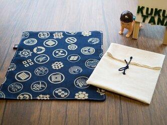 ワールドシリーズ コレクション 家紋紺_ white ハンカチの画像