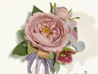カップ咲きバラのコサージュの画像