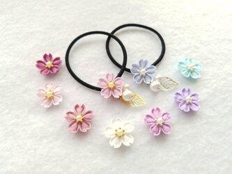 桜の花のヘアゴム *つまみ細工*の画像