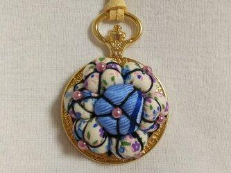 花の懐中時計のネックレスの画像