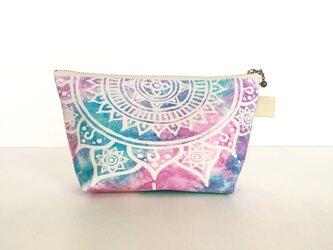 【春・夏】モロッコ風手描き曼荼羅模様 ピンクとブルーのエスニックポーチの画像