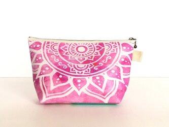 【春・夏】モロッコ風手描き曼荼羅模様 ピンクのエスニックポーチの画像