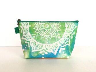 【春・夏】モロッコ風手描き曼荼羅模様 グリーンとブルーのエスニックポーチの画像
