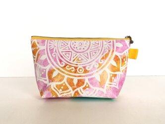 【春・夏】モロッコ風手描き曼荼羅模様 オレンジとピンクのエスニックポーチの画像