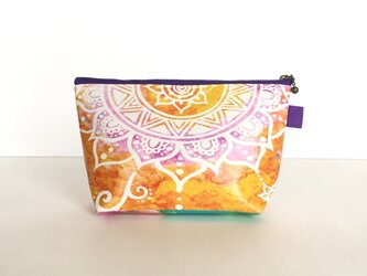 【春・夏】モロッコ風手描き曼荼羅模様 オレンジとパープルのエスニックポーチの画像