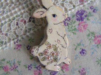 春の新作 桜ウサギちゃんのブローチの画像