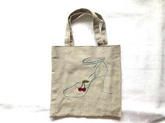 さくらんぼストラップパンプス刺繍のバッグの画像
