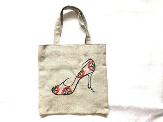トマトパンプス刺繍のバッグの画像