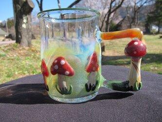 耐熱ガラスのマグカップ きのこの里の画像