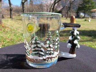 耐熱ガラスのマグカップ 冬の森の画像