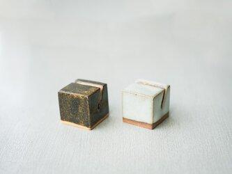 陶器のカードホルダー 2点セット ライト&ダークの画像