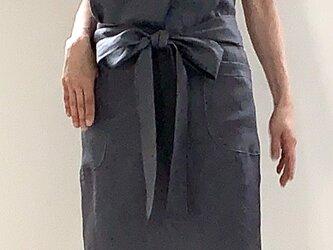 リネン100% リボンエプロン ストーングレーの画像