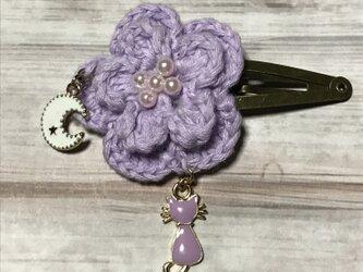 ネコと月が揺れる紫のお花のパッチンドメの画像