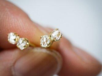 ラフダイヤモンドのK18スタッズピアス 0.30ctの画像
