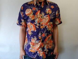 半袖和柄シャツ(扇花模様)の画像