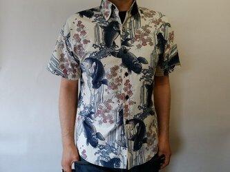半袖和柄シャツ(登り鯉に桜)の画像