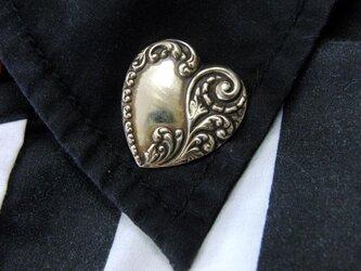 真鍮製 トライバルハートデザインピンズブローチ 結婚式・シャツジャケットやハットの飾りにの画像