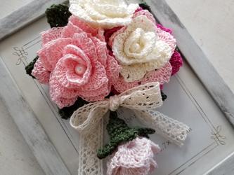 バラ コサージュ レース編み ピンク系の画像