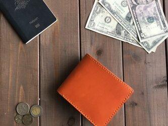 イタリアンレザーを使用したオレンジ色の二つ折り財布の画像