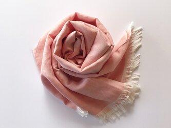 尾州織・シルク麻の大判ストール コーラルピンク色の画像