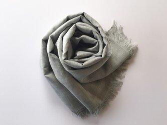 尾州織・シルク麻の大判ストール ライトグレー色の画像
