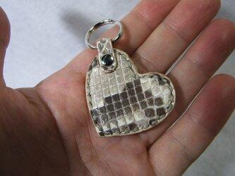 小さいハートのキーホルダー マットパイソンの画像