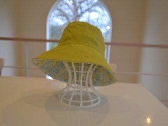 リバティアイレットレース×無地 リネンの リバーシブル 帽子  58〜60cmの画像