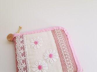 レースと柔らかい生地の2つ折り財布 ピンクの画像