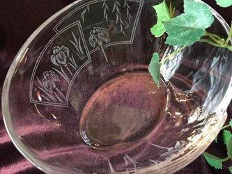 あやめの合わせガラス〜手彫りガラス〜の画像