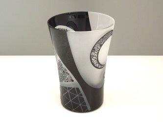 和模様のグラス -黒-の画像