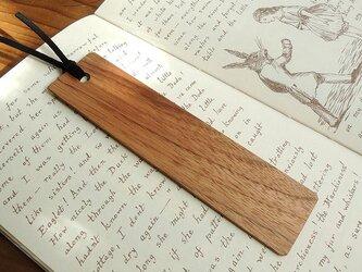 ほっこり優しい クルミの木製しおりの画像
