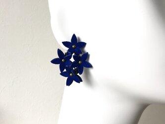スターフラワーイヤリング〈インクブルー〉の画像
