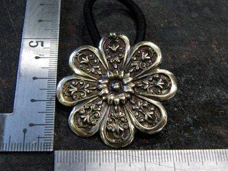 真鍮ブラス製 菊の家紋風デザインヘアゴムコンチョ 髪留め・バッグボタン飾り・ペットの首輪飾りにもの画像