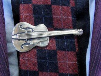 真鍮ブラス製 ギター型ネクタイピン(タイバー)1個 ネクタイ・ポケットの飾りにの画像