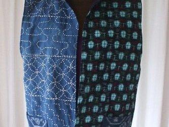 在庫処分 藍染古布と絣のスタンドカラー刺し子前開きベスト 木綿の画像