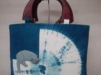 本藍染め絞り染めのバッグ◆ロシアンブルー付き◆押し絵◆手縫いの画像