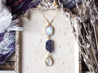 ロイヤルブルー・トルマライズ・アイオライトのネックレスの画像