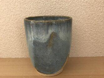 水色の湯呑み茶碗の画像