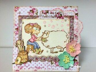 ひつじと女の子のカードの画像