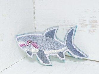 サメ*刺繍ブローチの画像