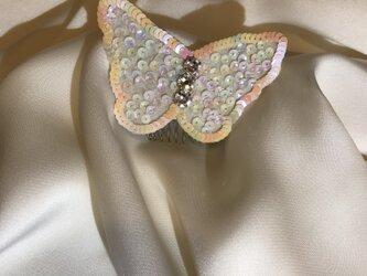 蝶の髪飾りの画像