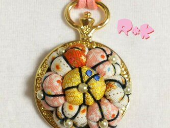 懐中時計のレトロな花のネックレスの画像