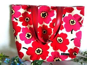 大きな花の大きなバッグの画像